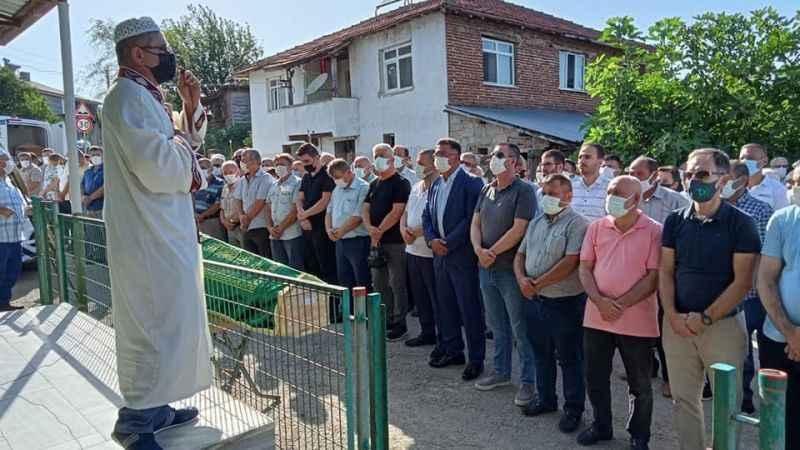 İYİ Partili Yaşar'ın eşi son yolculuğuna uğurlandı