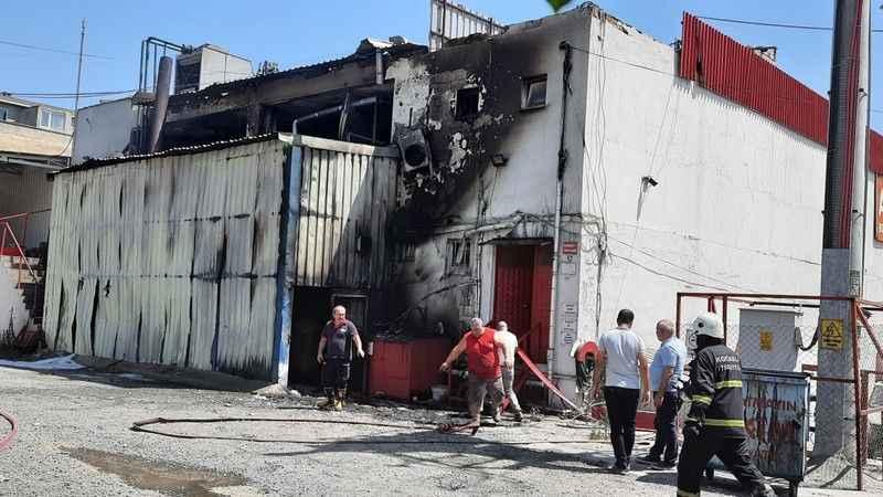 Gebze'de yakıt tankı yandı