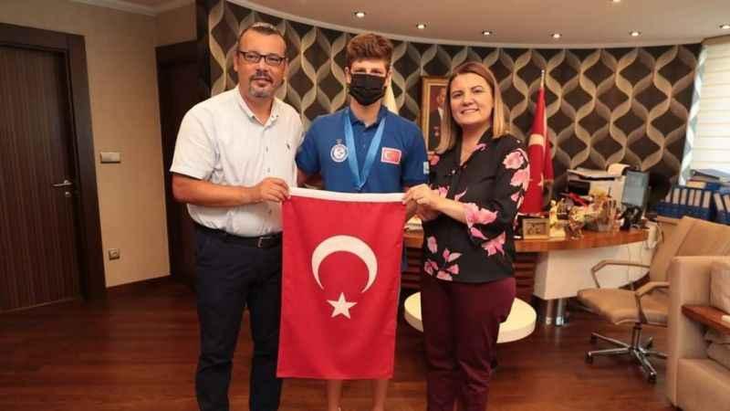 Batuhan Filiz'den Başkan Hürriyet'e ziyaret