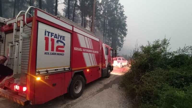17 araç ve 55 personelimiz yangın bölgelerinde
