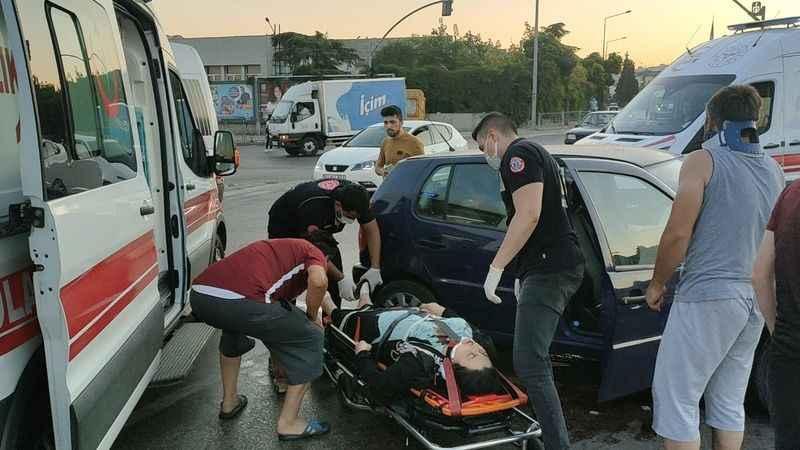 Kocaeli'de yolcu minibüsü ile otomobil çarpıştı: 4 yaralı