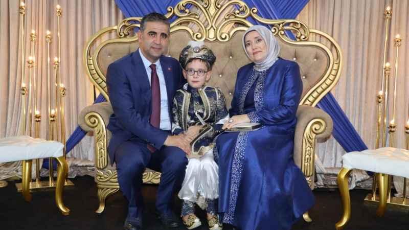 Başkan Turan oğlunu sünnet ettirdi
