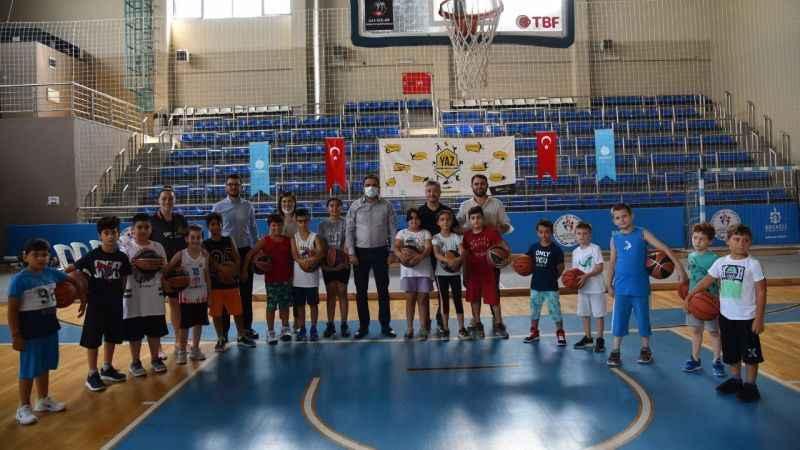 Başiskeleli gençler, yazı Spor Okulları'nda geçiriyor
