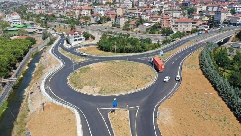 Çayırova Çiftlik Caddesi'ndeki yeni kavşakla trafik daha güvenli