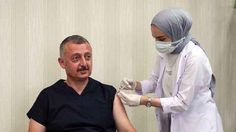 Üçüncü doz aşısını oldu, Kocaelileri aşı olmaya davet etti