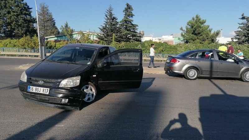 Kocaeli'de iki otomobil çarpıştı: 1 yaralı