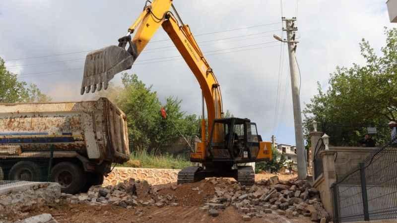 İzmit Belediyesi'nden Yenimahalle'ye yeni beton yol