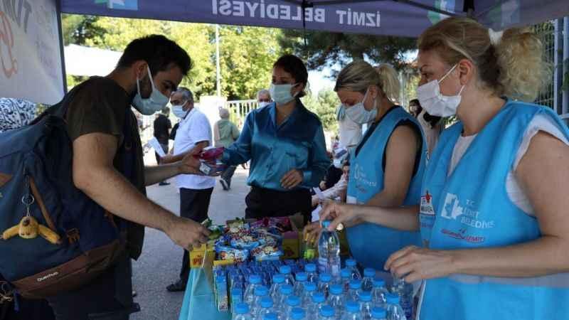 İzmit Belediyesi sınava girecek adayları yine yalnız bırakmadı