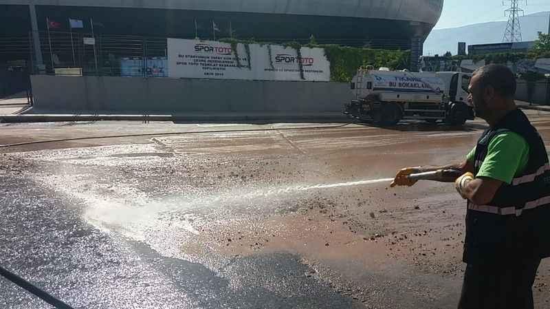 İzmit Belediyesi'nden Kocaeli Stadyumu'nda maç temizliği