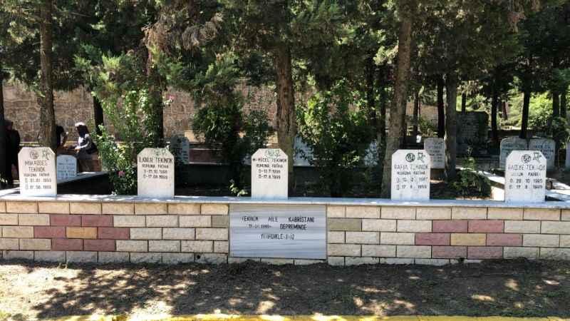Aynı aileden 9 mezar yan yana hepsinin ölüm tarihi aynı