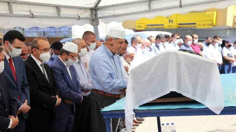 Karaosmanoğlu vefat eden annesinin cenaze namazını kıldırdı