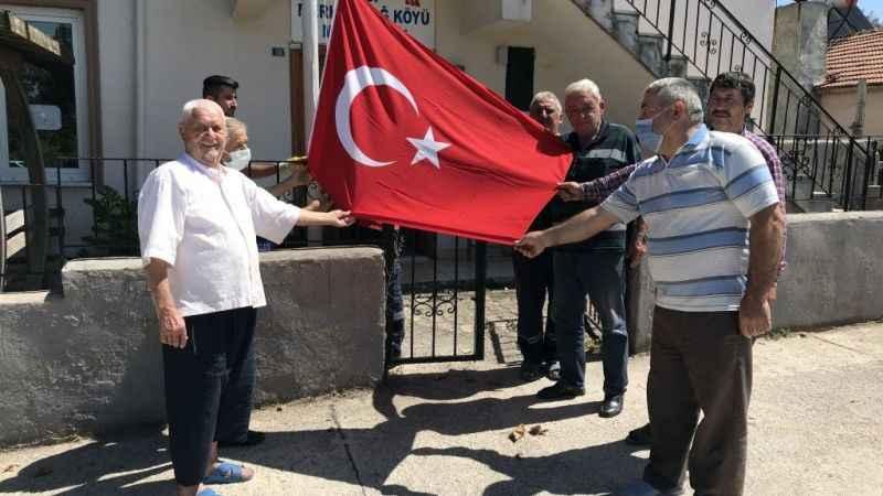 Vatandaş Türk Bayrağı istedi, Büyükakın yerine getirdi