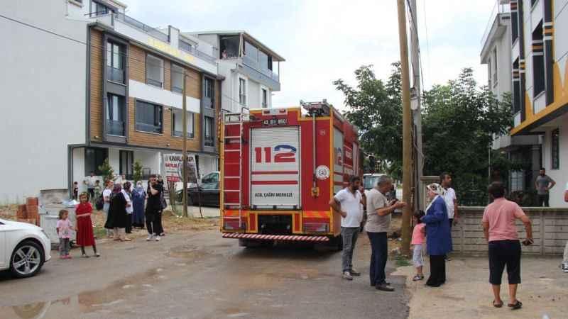 Pano yandı, 7 daire elektriksiz kaldı