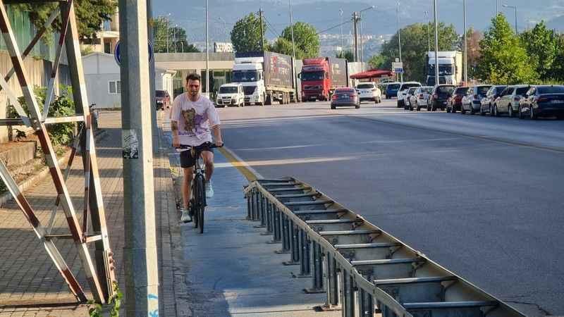 Bisiklet yolunda yüksek gerilim bariyeri