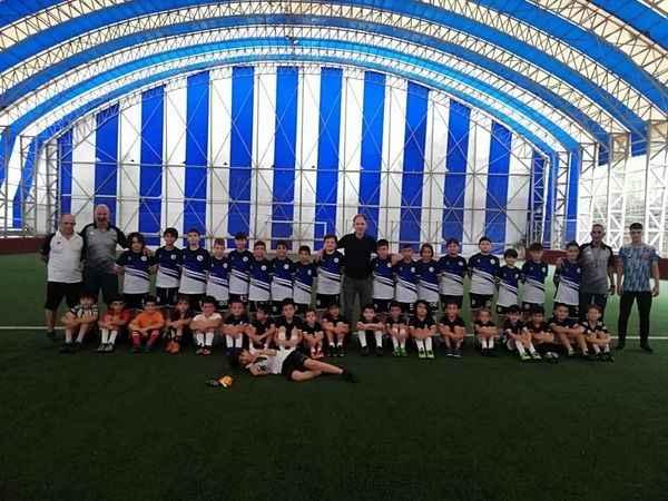 İzmit Belediyesi geleceğin futbolcularını yetiştiriyor