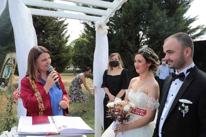 Başkan Hürriyet, Gülümse  Kafe'dekiilk nikahını kıydı