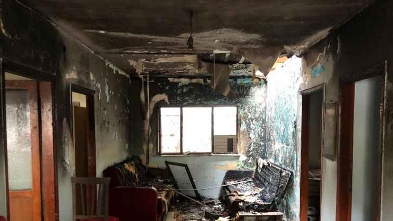 Sigara içerken uyuyakaldı, evi yaktı