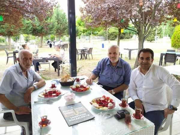 Kocaelispor Bilgi Yarışması'nın ardından Köfteci İbo ve Albayrak kahvaltıda buluştu