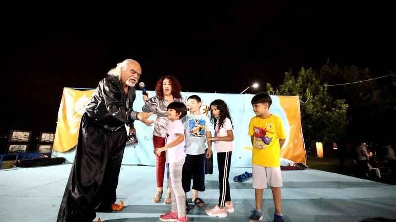 Başiskele'de büyükler müzikle,  küçükler illüzyonist şovla eğlendi
