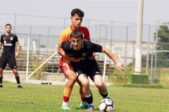 Kullarspor ilk maçını  Cimbom'la oynadı: 0-2