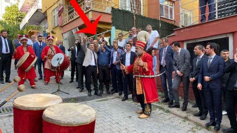 MHP'li başkana Karakol Amiri Çelik'ten 'bozkurt' işaretli karşılama