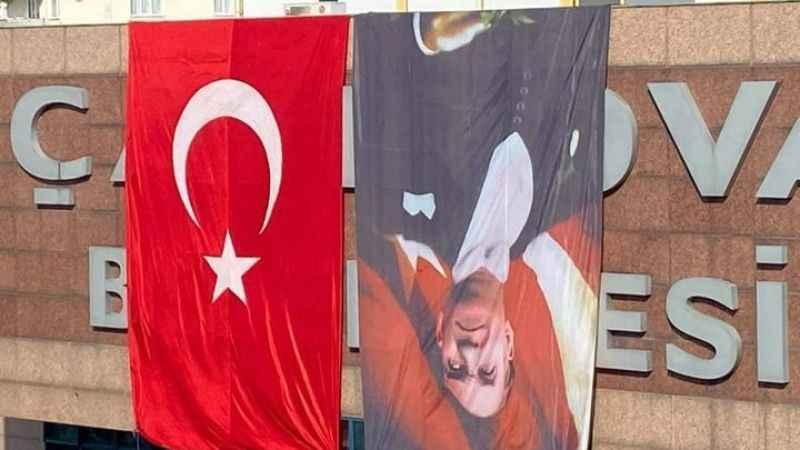 Atatürk posterini ters asan belediyeden açıklama