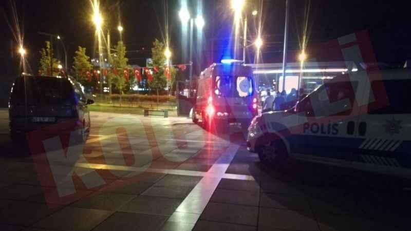 Kent Meydanı'nda bıçaklama: 2 yaralı