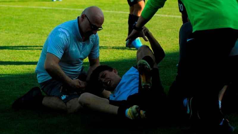 Genç futbolcunun bileği çıktı! İmdadına doktor Zorlu yetişti