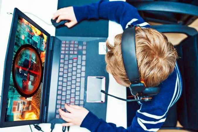 Çocuklarınızın cihazlarında  ebeveyn kontrolünü kullanma  zamanının geldiğini gösteren 7 işaret