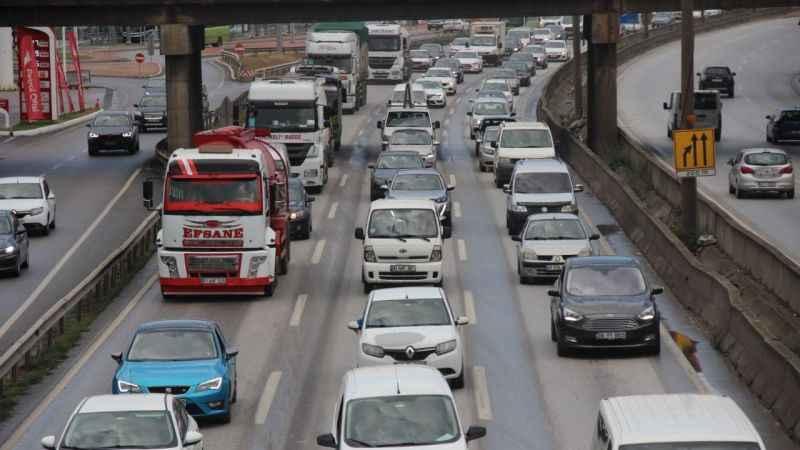 Okullar açıldı, trafik felç oldu