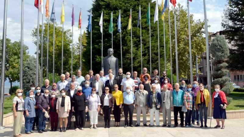 Karamürsel'de CHP'nin 98'inci yaşı törenle kutlandı