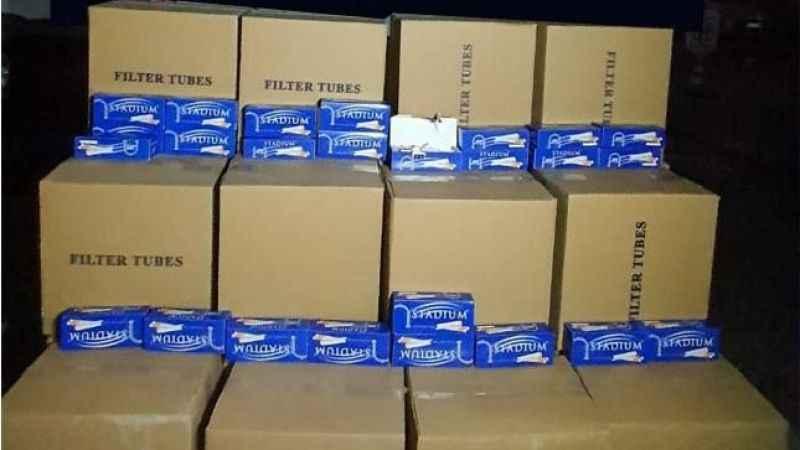 Körfez'de durdurulan araçtan 4 bin kutu makaron çıktı