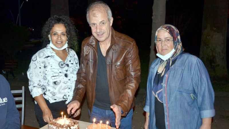 CHP Karamürsel, 98'inci yılını pasta keserek kutladı