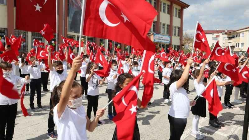 Derince'de İlköğretim Haftası coşkulu kutlandı