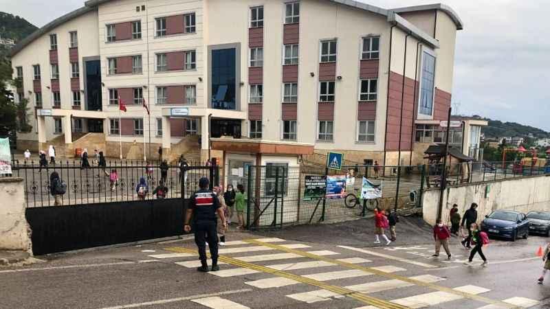 Jandarma, okul çevresinde ve öğrenci servislerinde denetim yaptı