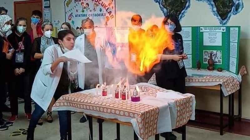 Ortaokul öğrencilerinden bilim fuarı