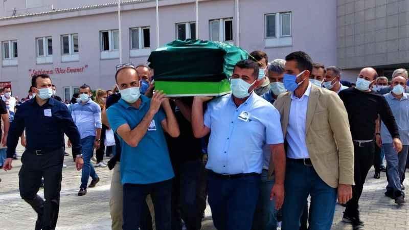 Korona'dan ölen doktor hastaneden törenle uğurlandı