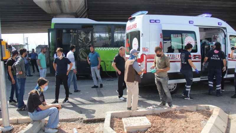 Halk otobüsü ile servis otobüsü çarpıştı: 5 yaralı