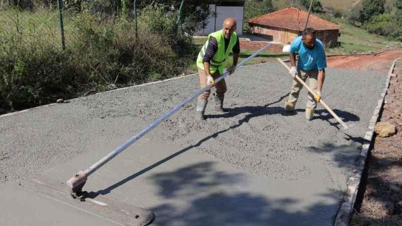 Yenice Mahallesi'ne beton yol