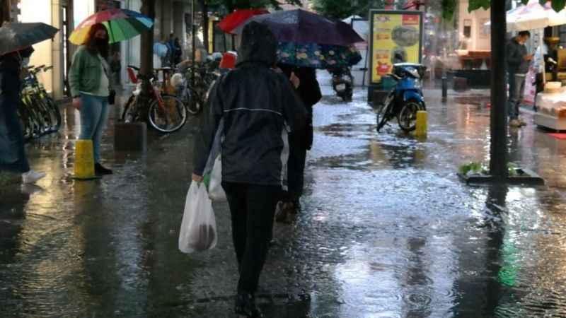 Meteoroloji şiddetli yağışa karşı uyardı: Sel ve su baskınlarına dikkat!