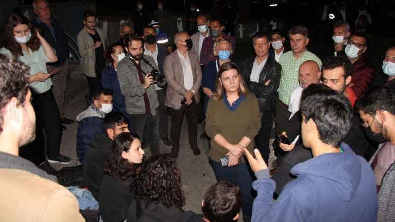 Hürriyet'ten sokakta yatan öğrencilere Vadi İzmit teklifi