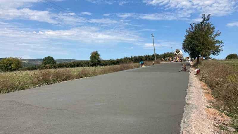 İzmit Sapakpınar-Zeytinburnu-Gedikli arasına beton yol yapılıyor