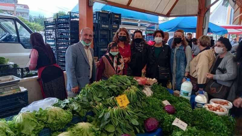 İYİ Parti İzmit, Yeşilova Semt Pazarı'nı gezdi
