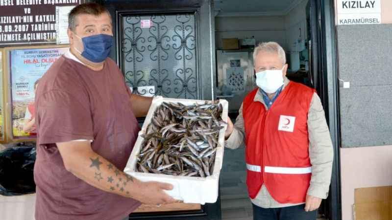 El konulan 3 ton balık ihtiyaç sahiplerine dağıtıldı