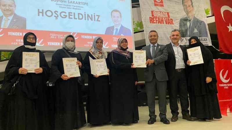 YRP'de 'Milli Siyaset Akademisi'nin başarılı katılımcılarına sertifika