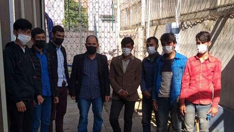 TEM'de durdurulan 2 otomobilde 8 düzensiz göçmen yakalandı