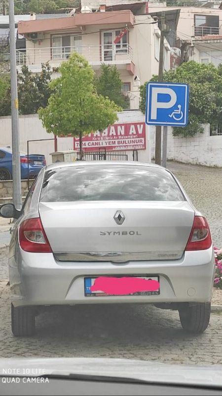 Engelli park yerine hatalı park eden sürücülere ceza kesiliyor