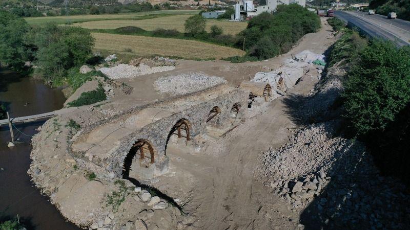 Asırlara meydan okuyan tarihi köprü restore ediliyor