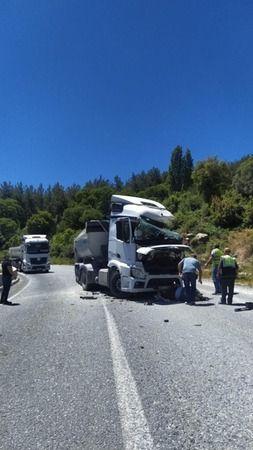 Maden kamyonları kafa kafaya çarpıştı