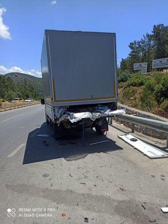 Otomobil kamyonetle çarpıştı: 4 yaralı